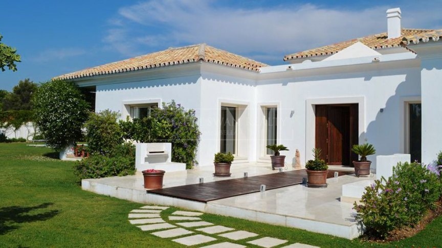 Marbella Golden Mile, Contemporary 4 bedroom villa in Altos de Puente Romano