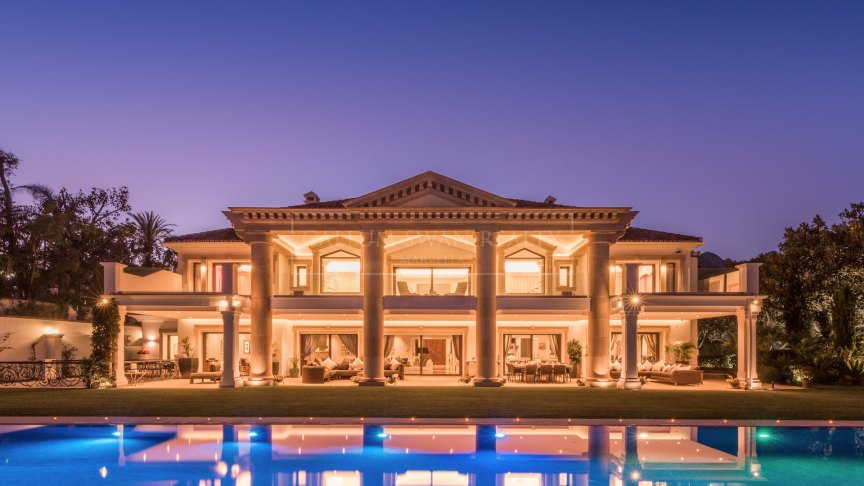 Marbella Golden Mile, Stunning frontline beach family home within the Marbella Club