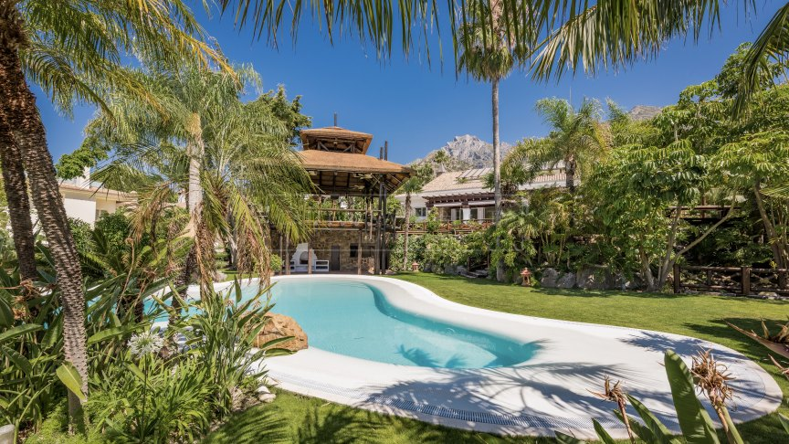 Marbella Golden Mile, Luxury villa with lovely sea views in the residential area of Sierra Blanca