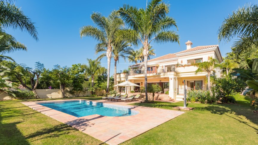Marbella Golden Mile, Villa in las Torres de Marbella Club walking distance to the beach on Marbella Golden Mile