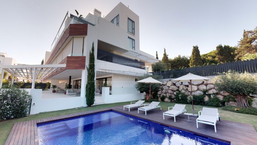 Marbella, Luxury apartment with exclusive design in Marbella's Golden Mile