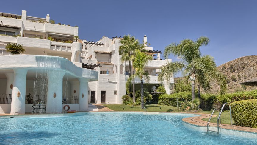 Benahavis, Beatifull views to the sea, the golf and to the mountains from a stunning penthouse in Lomas de la Quinta