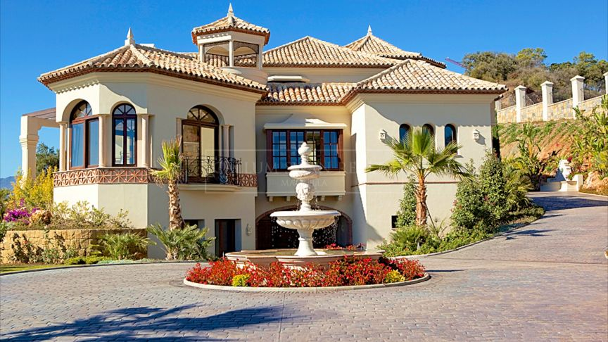 Benahavis, Luxury Andalusian style villa in Marbella Club de Gof Resort