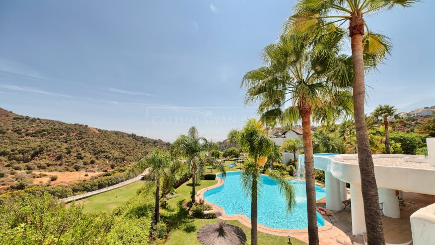 Benahavis, Luxury spacious ground floor apartment