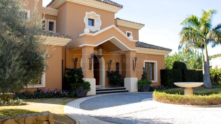 Benahavis, Immaculate family villa frontline to golf