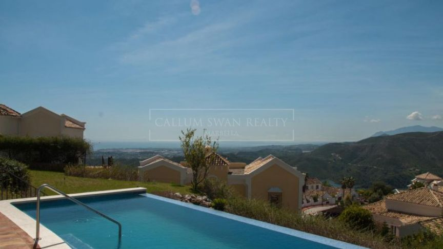 Istan, Contemporary luxury villa with spectacular sea views in Sierra Blanca Country Club