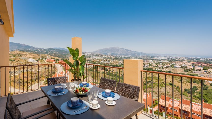 Benahavis, Brand new apartments with outstanding sea and coastal views in Benahavis