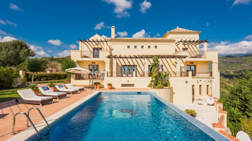 Benahavis, Charming classical villa in Monte Mayor