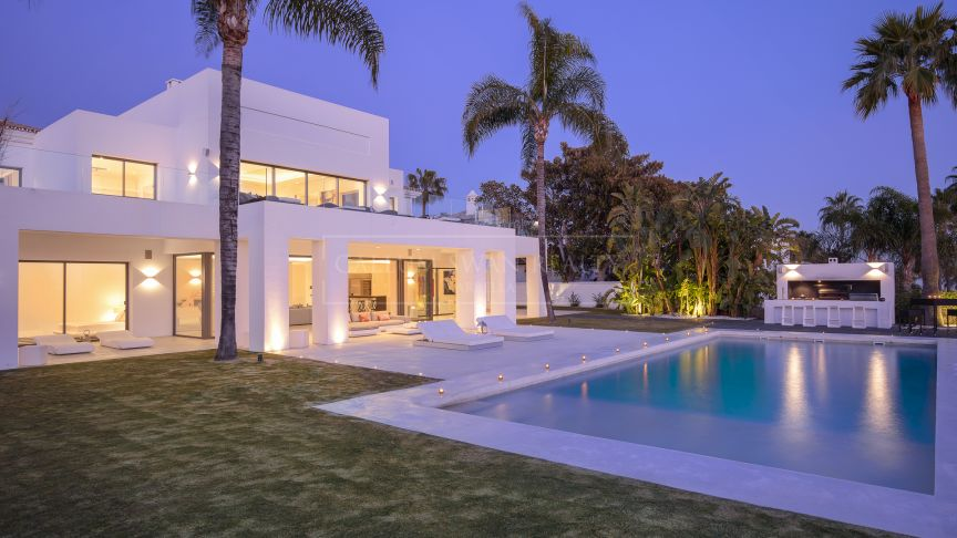 Marbella Golden Mile, Spectacular luxury villa with an elegant and sophisticated contemporary style in Sierra Blanca