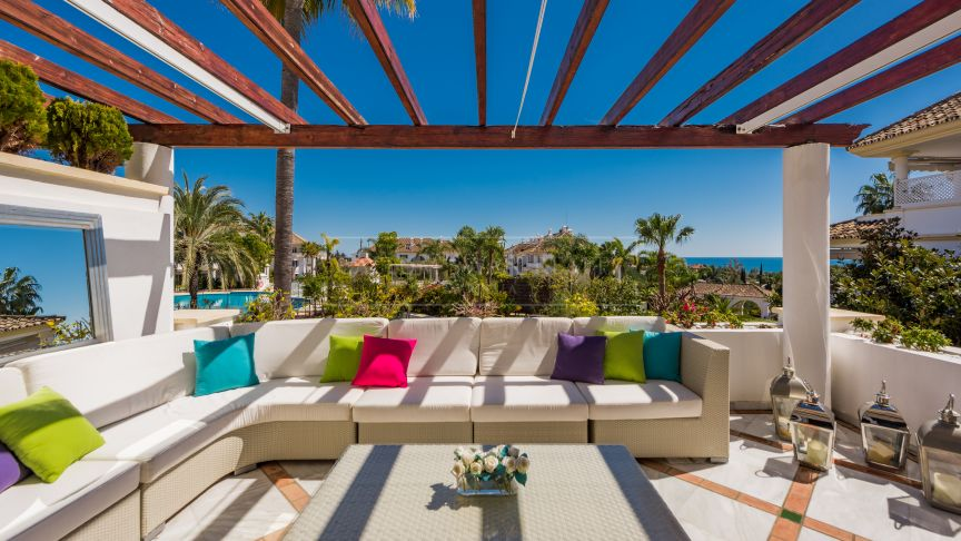 Marbella Golden Mile, Amazing sea views from this apartment in Monte Paraiso on Marbella's Golden Mile