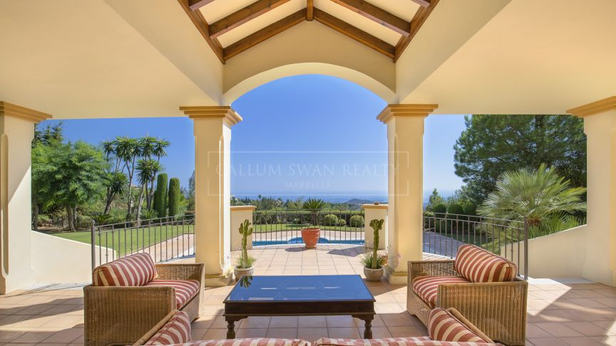 Benahavis, Andalusian Charm in La Zagaleta with spectacular views to the sea
