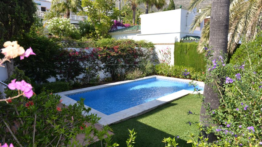 Marbella Golden Mile, Lovely family villa in Marbella Hill Club
