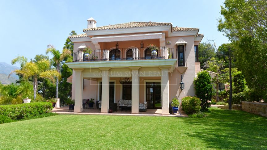 Marbella East, Elegant villa frontline to the Rio Real Golf in an impeccably designed classical style