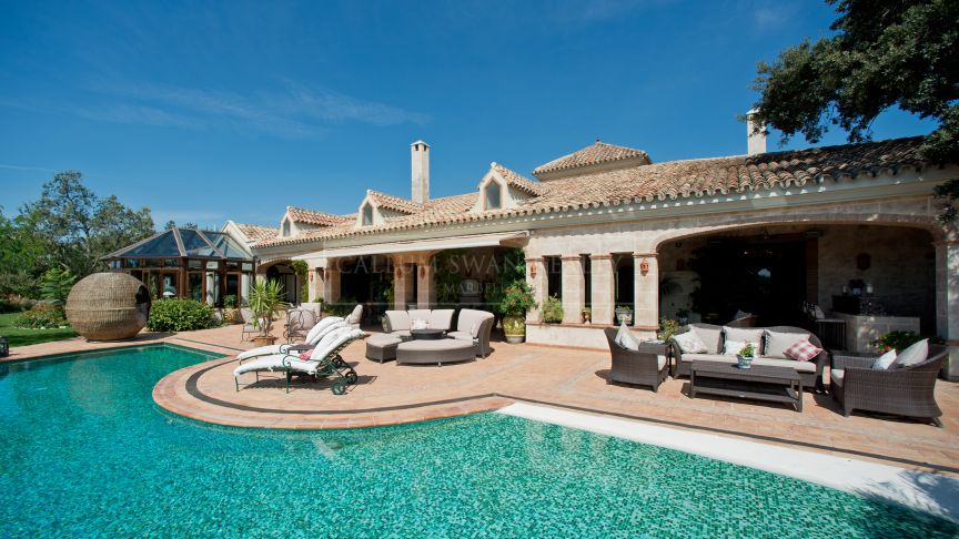 Benahavis, Elegant rustic style andalusian luxury family home in La Zagaleta with amazing sea views