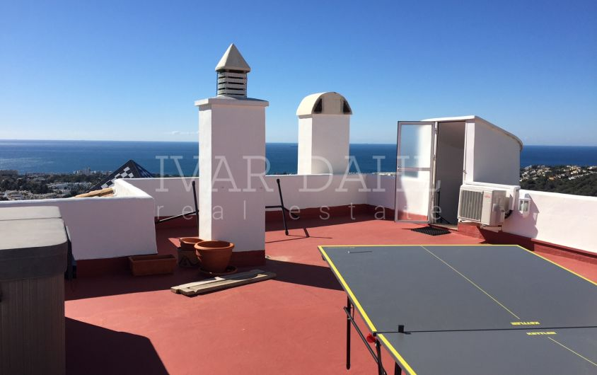 Penthouse with sea views for sale in Sitio de Calahonda, Mijas-Costa, Malaga, Costa del Sol