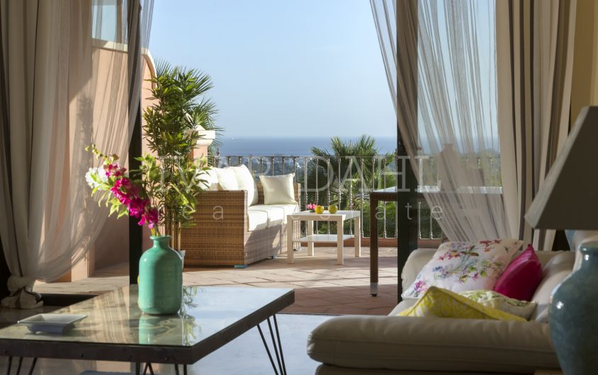 New apartments with sea views in Benahavis, ready to move in