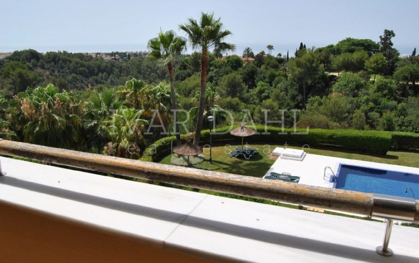 South facing apartment in Condado de Sierra Blanca , Marbella
