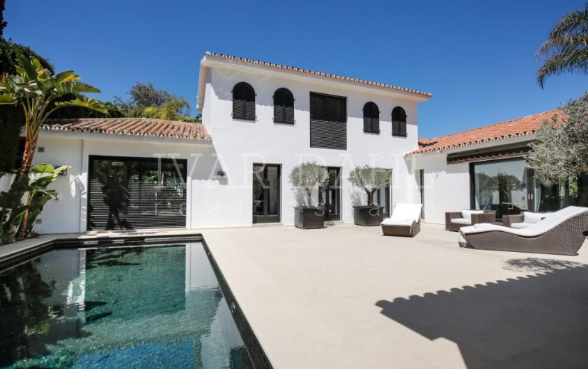 Villa in the beachside in Los Monteros Playa, Marbella East.