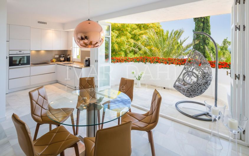 Refurbished Top floor Apartment for sale in Marbella Real, Golden Mile, Marbella