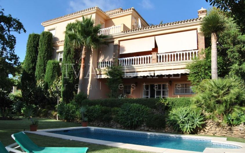 Calahonda, Mijas-Costa, Excellent Andalusian Style Villa with sea views