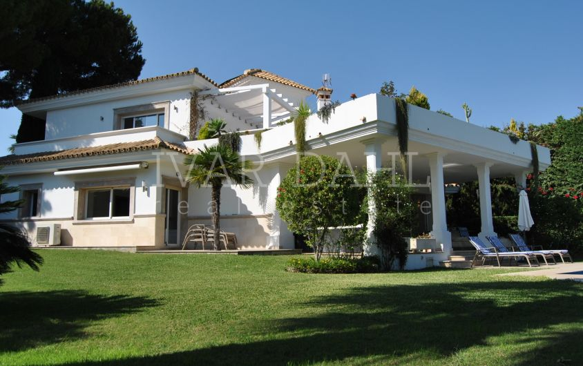Beautiful Villa in Marbella East, beachside urbanization