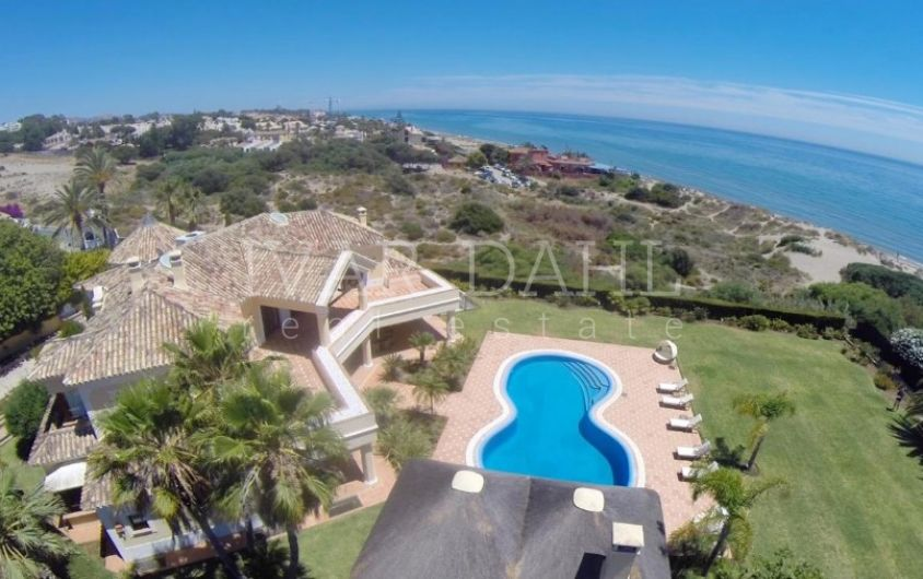 Villa for sale in Las Chapas, Marbella East