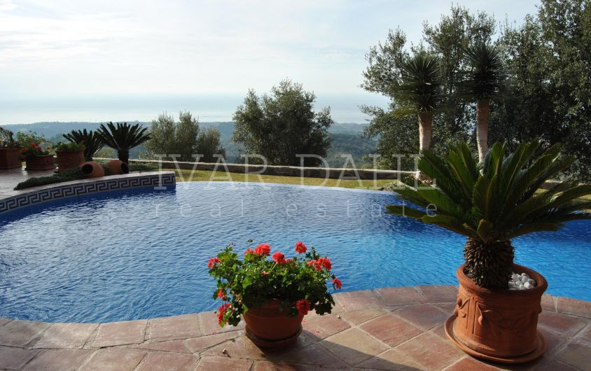Villa with sea views for sale in La Mairena, Marbella