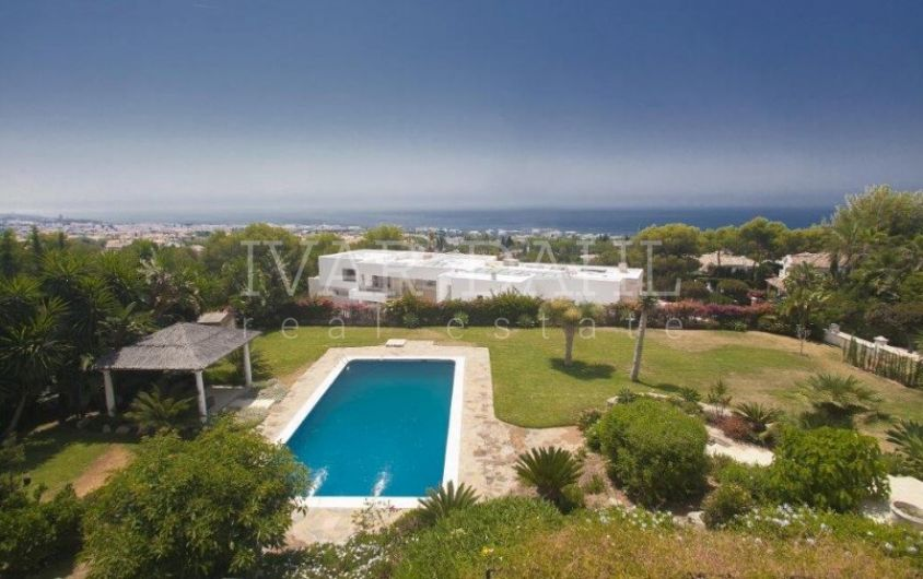 Grand villa with sea views for sale in Sierra Blanca, Marbella