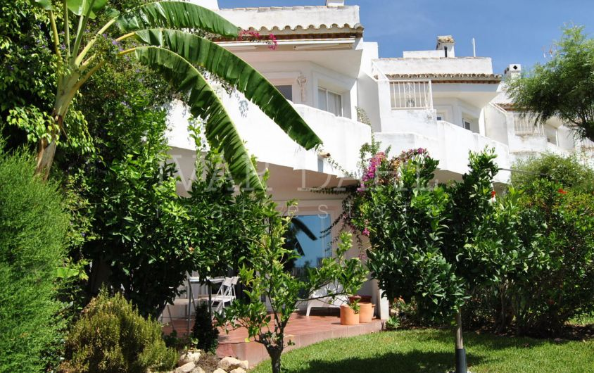 A charming townhouse with sea views in La Cornisa, Sitio de Calahonda