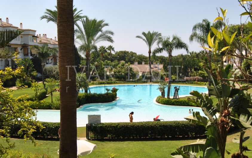 A garden apartment close by the sea and amenities in Marbella