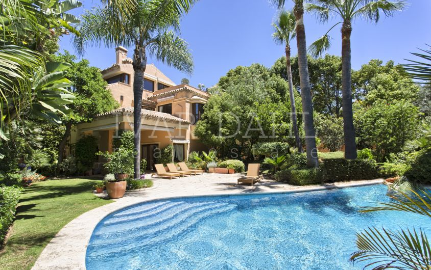 Villa in Urb. Altos de Puente Romano, Golden Mile, Marbella