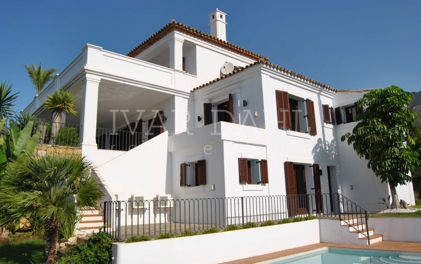 Villa in Golden Mile, Marbella, close to Sierra Blanca, with beautiful sea views.