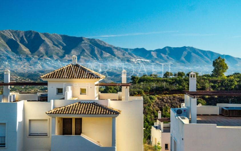 New 2 bedroom penthouses for sale in La Mairena, Ojen, Marbella