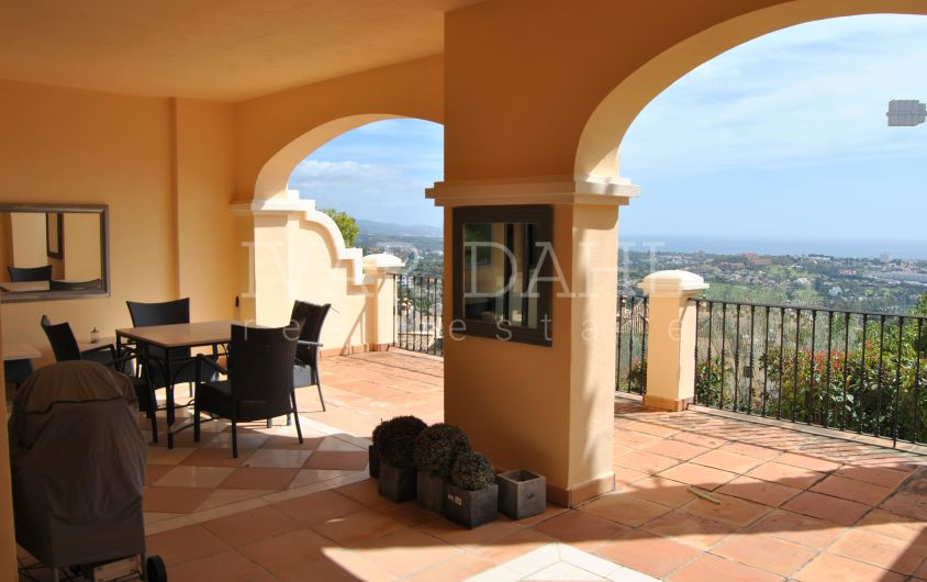 South facing apartment with sea views for sale in Buenavista de la Quinta, Benahavis, Malaga, Costa del Sol