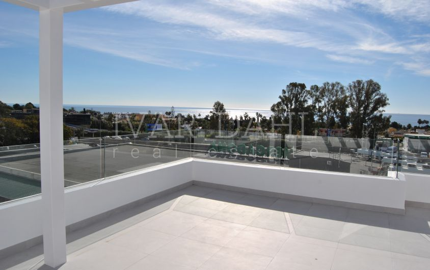 New modern penthouse in Belaire, Estepona, Costa del Sol for sale