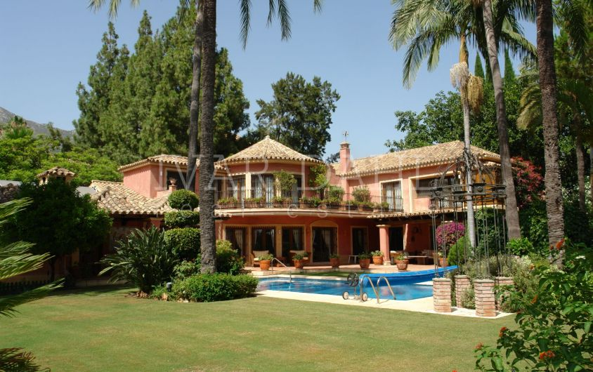 Villa with large tropical garden for sale in Nagueles in Marbella