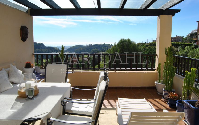 Top Penthouse on golf course, with open sea views in Los Arqueros, Benahavis