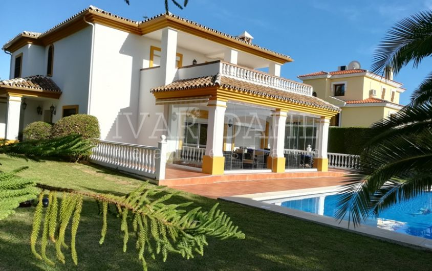 Family home with sea views in Sitio de Calahonda, Mijas-Costa