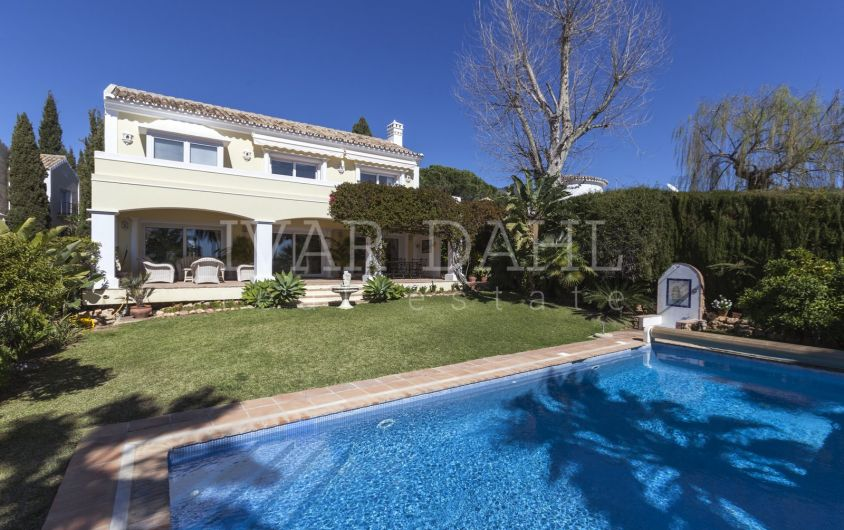 Villa with sea views in the Urbanization Cascada de Camojan, Marbella