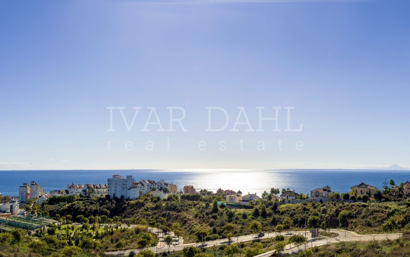 New contemporary apartments and penthouses with sea views in Estepona