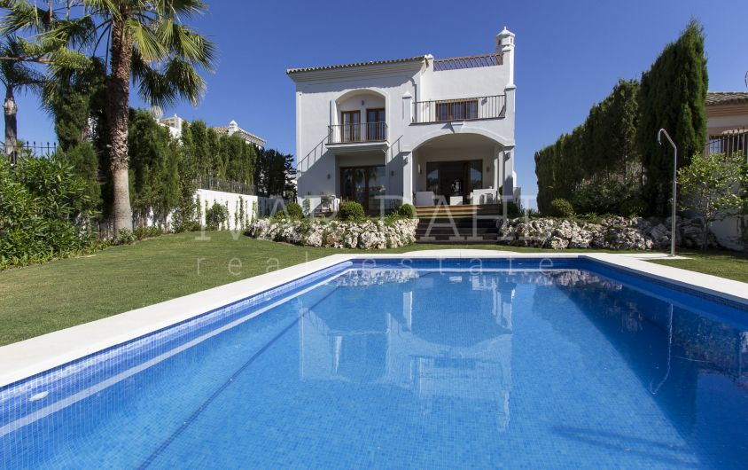 New Villas for sale, front line golf in Estepona, Malaga