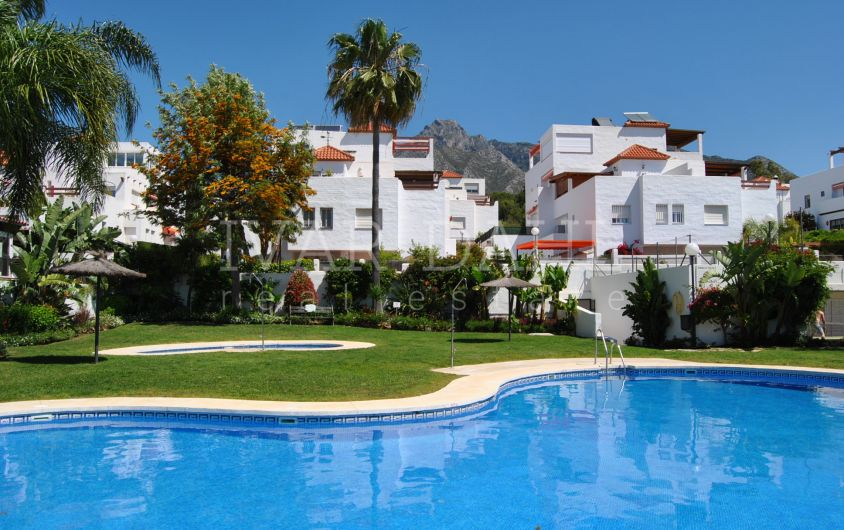 Townhouse for sale in Cumbres de Nagueles, Marbella.
