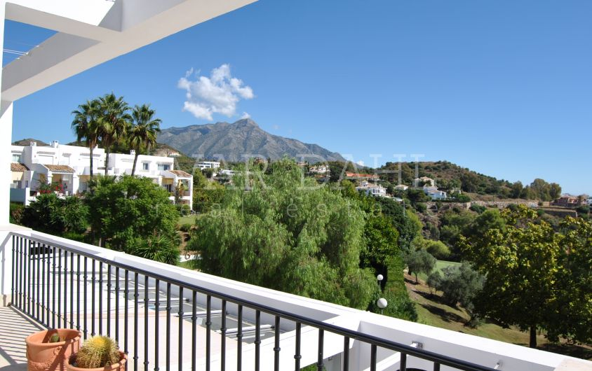 3 bedroom Penthouse with sea views in La Quinta Golf, Benahavis, Marbella