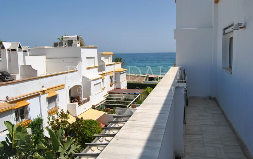 A townhouse with private pool and jacuzzi by the sea