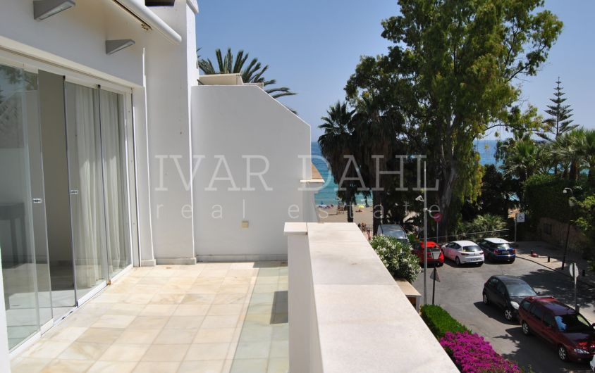 Beachside, refurbished house in Marbellamar, on the Golden Mile, Marbella