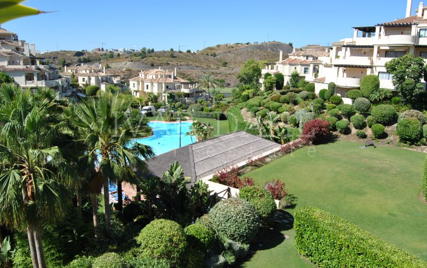 A lovely, spacious 3 bedroom apartment in Benahavis, Capanes de Golf.