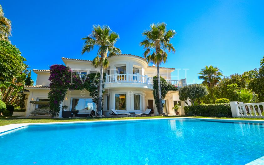 Impressive Villa with panoramic sea views in Altos de Los Monteros, Marbella