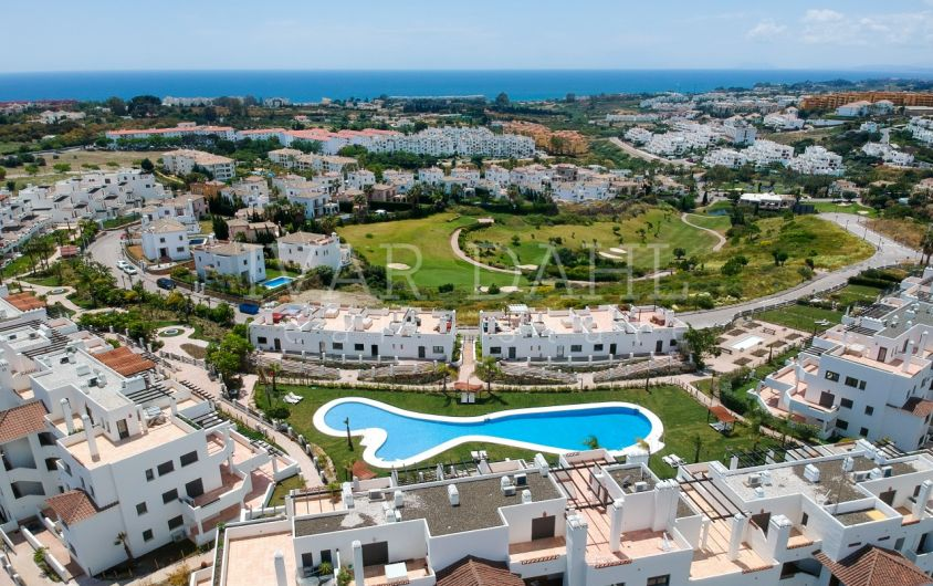 Penthouse for sale in La Resina Golf, Estepona