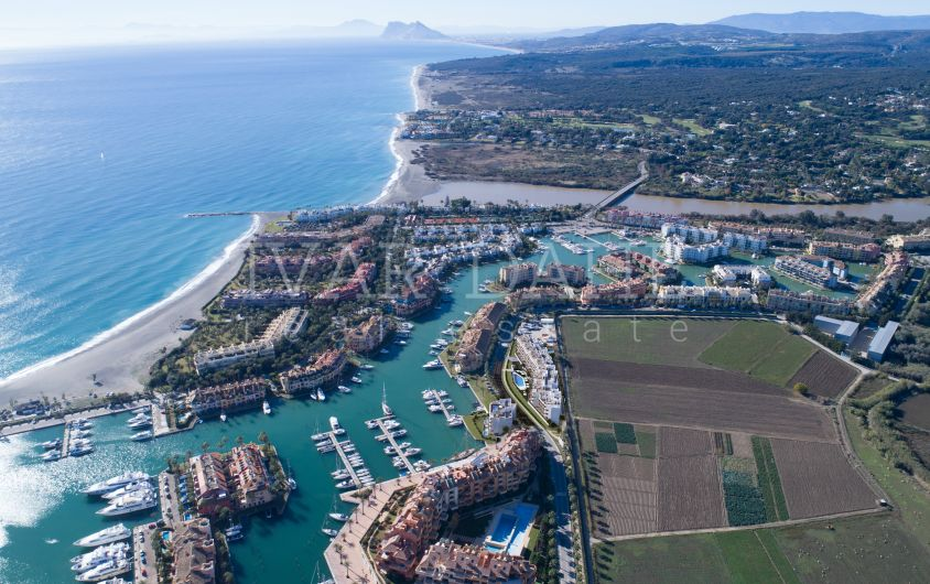 Ready to move in, New 2 bedroom apartment first line n Marina de Sotogrande,