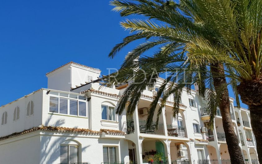 Corner apartment with sea views in Mirador de Calahonda, Mijas-Costa, Málaga.